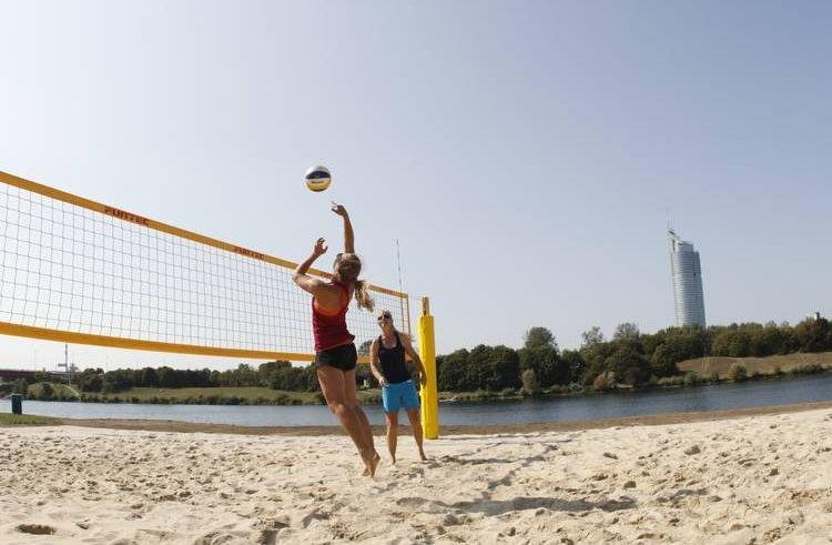 Neuer öffentlicher Beachvolleyball-Platz beim Familienbadestrand an der Neuen Donau